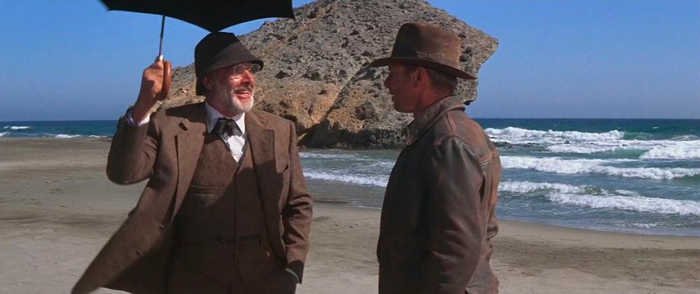 """Sean Connery y Harrison Ford, durante el rodaje de """"Indiana Jones y la última cruzada"""" en mayo de 1988, en la Playa de Mónsul, Almería."""