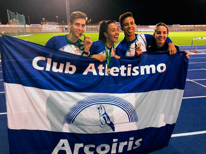 Alejandro Villalta, Zenobia Benítez, Yassin Choujaa y Alba Danta, en el Campeonato de Andalucía Sub 18 celebrado en San José de la Rinconada.