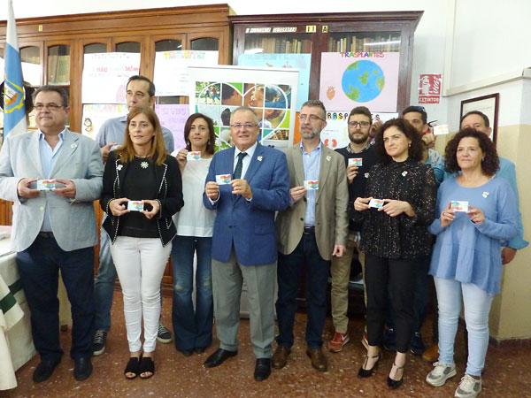 El delegado de Salud, los coordinadores de Trasplantes del los hospitales de Huelva y el director del IES La Rábida, centro en el que se ha desarrollado un programa de concienciación.