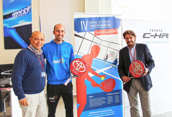 De izquierda a derecha en la imagen, Antonio Labrador, jefe de Organización de Toyota Huelva, Álvaro García, director del Torneo, y Francisco Fernández, jefe de Ventas de Toyota Huelva.