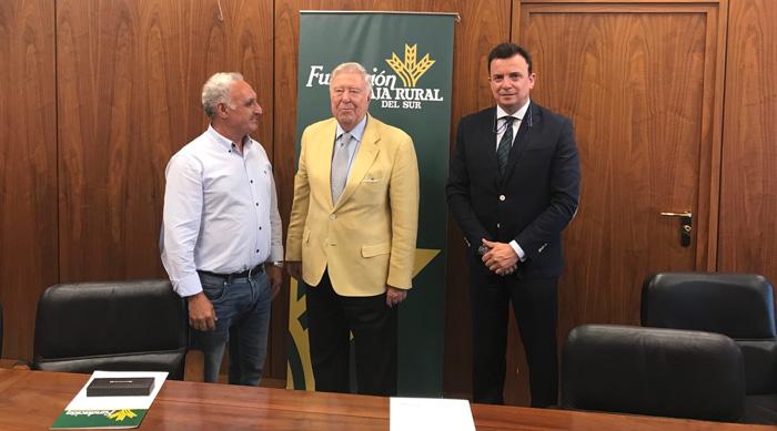 Los presidentes de Cuna de Platero y de Fundación Caja Rural del Sur junto al director de la misma.