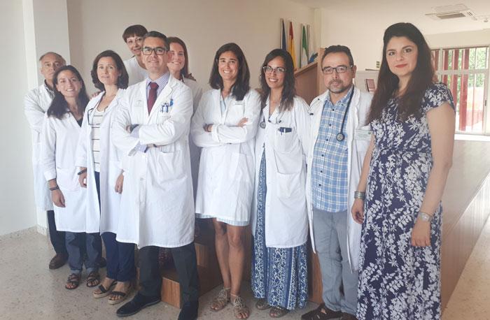 En la imagen, parte de los integrantes del equipo que trabajará en el proyecto de investigación, entre los que se integran profesionales del Hospital Infanta Elena y del Virgen Macarena (Sevilla) y de los Hospitales Juan Ramón Jiménez y Riotinto.