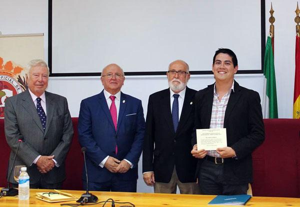 El presidente de la Fundación Caja Rural del Sur junto con el del Colegio Médico de Huelva en la entrega de los premios científicos.