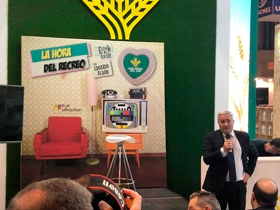 Eduardo Rodríguez, subdirector general de Caja Rural del Sur se dirige a los asistentes al acto distendido organizado por la entidad.
