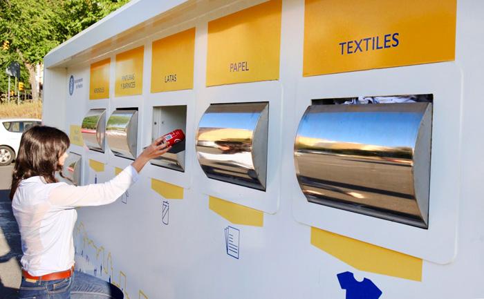 691c942efb El Punto Limpio Móvil de Huelva cumple un año de servicio en la ciudad  rescatando para el reciclaje 17.110 litros de residuos domésticos