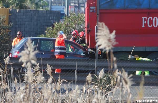 Imagen de un accidente vial que produjo tres personas heridas el pasado 4 de enero en la H-30.