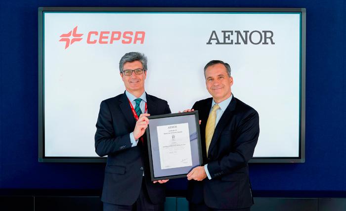 En la imagen, de izquierda a derecha, José Antonio Valgañón, Director de Compras de Cepsay Rafael García Meiro, Director General de AENOR.
