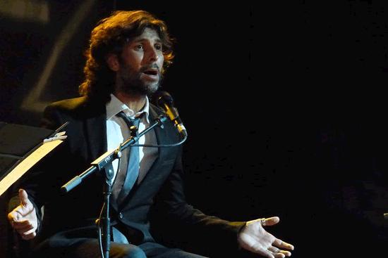 El cantaor Arcángel en plena actuación