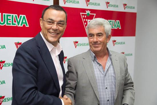 Ignacio Caraballo junto a un representante de FresHuelva.
