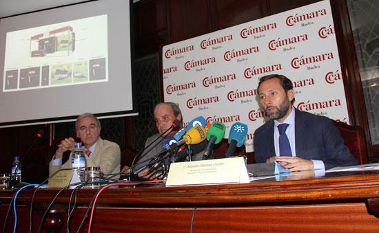 Una imagen tras la firma del convenio para la asistencia de empresas onubenses al Salóne Internacionale del Gusto de Turin.