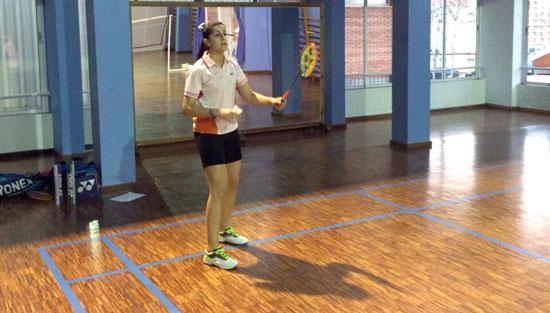 Carolina Marín durante su entrenamiento en el polideportivo Andrés Estrada.