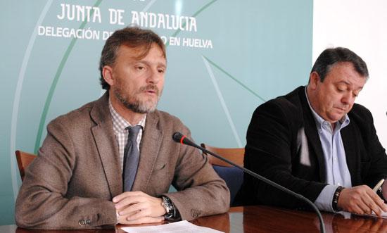 os delegados del Gobierno y de Economía, Innovación, Ciencia y Empleo, José Fiscal y Eduardo Muñoz, respectivamente, han presentado hoy el Plan Integral de Fomento para la Construcción y Rehabilitación Sostenible de Andalucía.