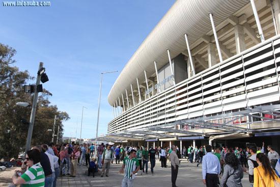 Imagen del exterior del Nuevo Colombino en un partido contra el Real Betis.