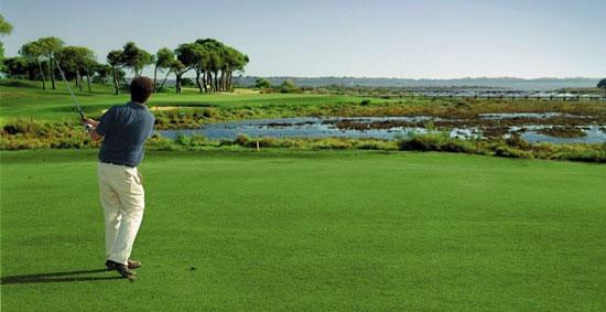 Existen numerosos campos de golf en la provincia onubense.