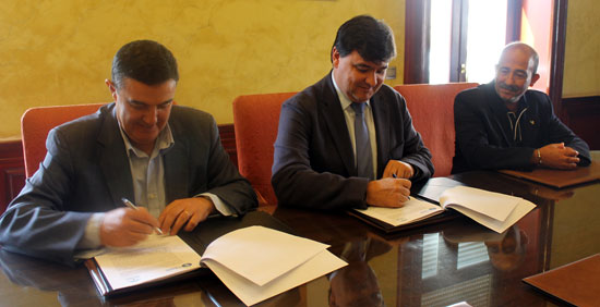 El Ayuntamiento de Huelva y la Junta de Andalucía han formalizado hoy un acuerdo institucional con el que se pone fin a una reivindicación de 14 años en el ámbito docente de la ciudad, como es la ampliación de la Escuela de Arte León Ortega.