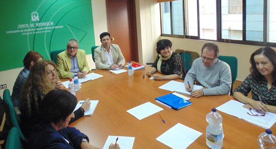 """El delegado territorial del ramo, Rafael López, ha presidido la convocatoria del grupo motor del foro técnico, reconociendo esta """"buena práctica"""" como """"un paso adelante y desarrollo del Pacto Andaluz por la Infancia."""