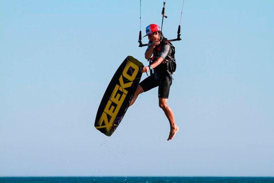 Imagen de la práctica del kitesurf.