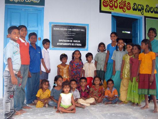 Construcción de escuelas en comunidades rurales en la India, junto a la Fundación Vicente Ferrer.