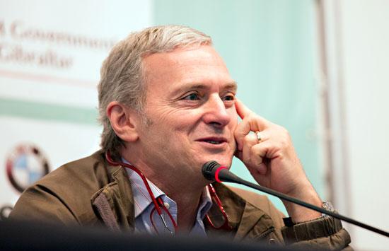 Imagen de Sergio Cabrera en rueda de prensa.