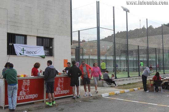 Una barra solidaria estuvo presente para refrescar a los deportistas.