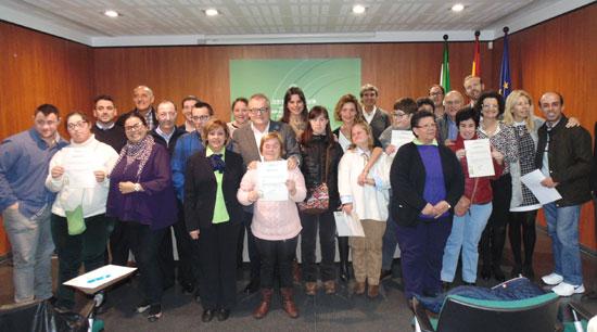 La Delegación Territorial de Igualdad, Salud y Políticas Sociales ha celebrado hoy el acto de bienvenida a los seis jóvenes onubenses con discapacidad que participan en la tercera edición del programa de prácticas laborales dirigidas al colectivo.