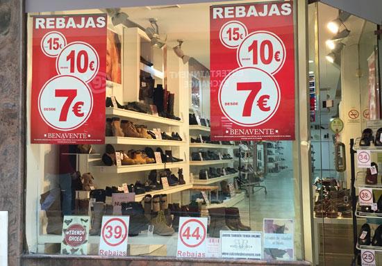 Imagen de un establecimiento con rebajas en sus productos.
