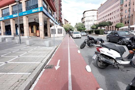 Imagen del carril bici en la Avenida de Pablo Rada.