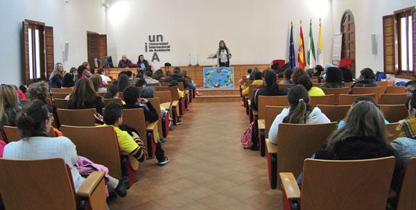 Actividades en aula magna de la UNIA.