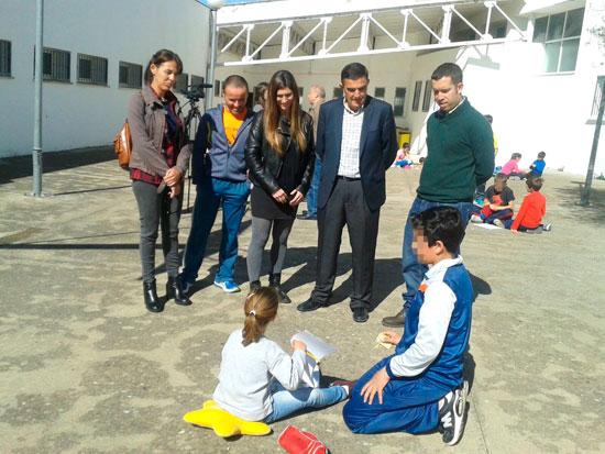 Imagen de la visita del delegado a la Escuela Infantil Andaluna.