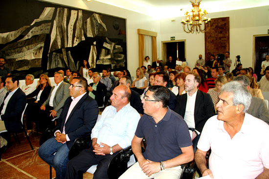 Imagen de la reunión en la Diputación de Huelva sobre el Plan Extraordinario de Empleo para Situaciones de Vulnerabilidad Social Sobrevenida 2016.