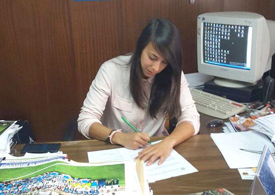 Anita Hernández firma su renovación con el club.