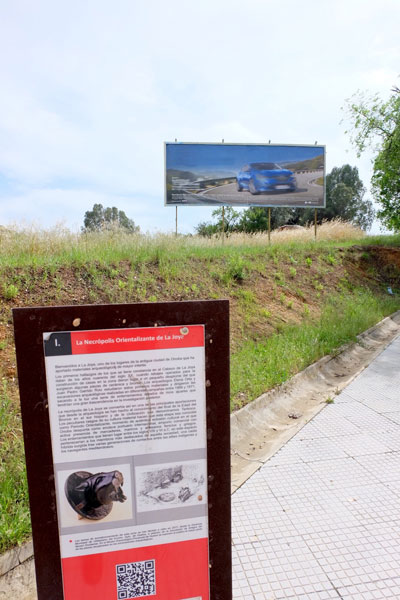 Imagen de varios carteles en la ciudad de Huelva.