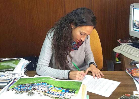 Sandra Castelló firma su renovación.