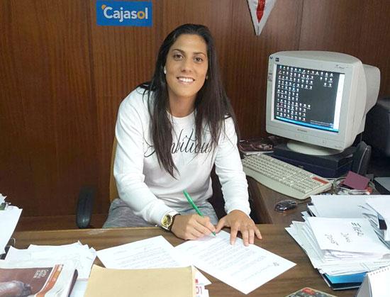 Cristina Martín Prieto sonríe a la cámara en el momento de su renovación.