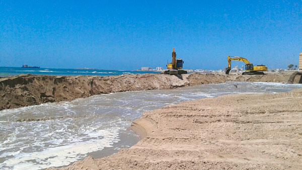 Imagen de la actuación en una de las playas.