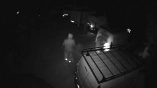 Imagen de las cámaras de seguridad de un establecimiento en que la banda criminal perpetró uno de los robos.