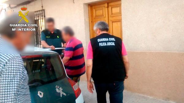 Imagen de una de las detenciones realizadas por la Guardia Civil.