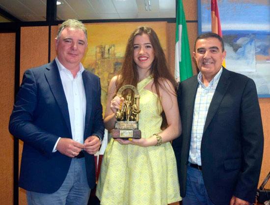 La Delegación territorial de Educación ha acogido hoy el acto de reconocimiento que la Junta de Andalucía ha dedicado a Celia Morales, alumna del IES La Orden.