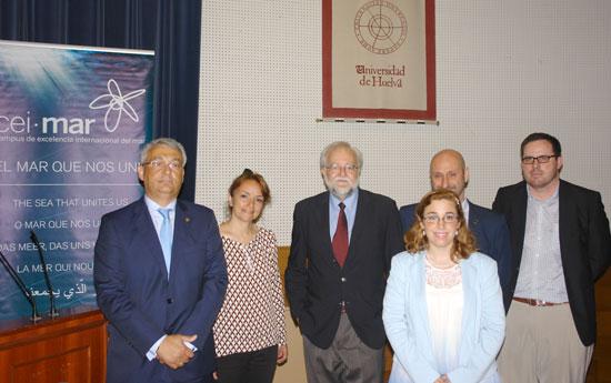 Participantes en la ponencia junto con Ignacio Bosque.
