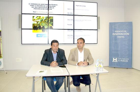 Ezequiel Ruiz y Pedro Pascual durante el desarrollo del acto.