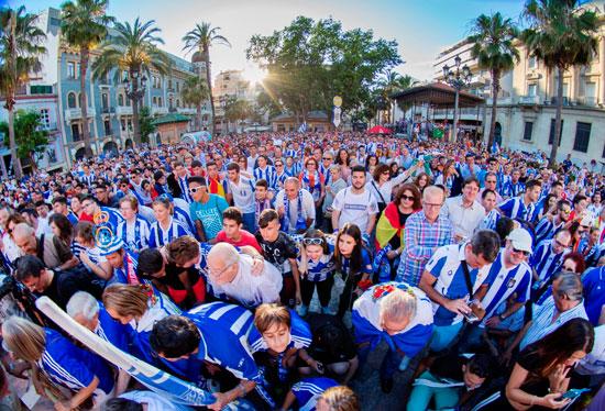 Imagen de los asistentes en la Plaza de las Monjas.