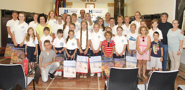 Imagen de la recepción en la Diputación de Huelva de los niños y niñas bielorrusos.