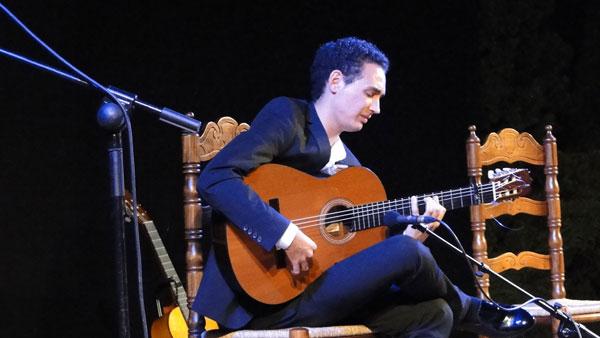 El guitarrista Álvaro Mora durante su actuación.