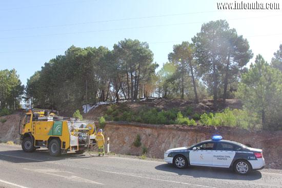 Vehículos del Infoca y Guardia Civil en el lugar.