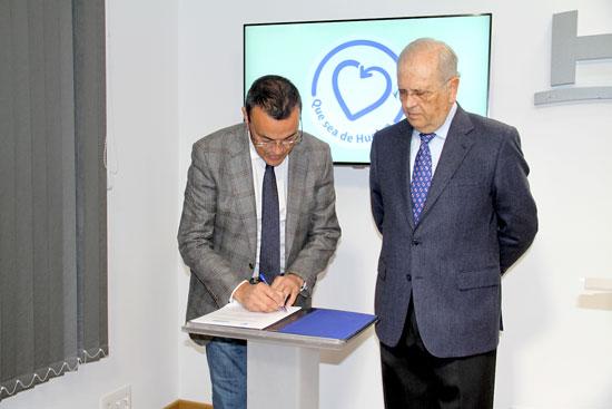 Ignacio Caraballo y Manuel García Villalba durante la firma del convenio.