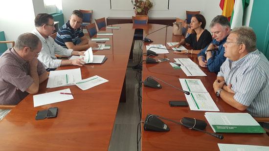 Imagen de la reunión el pasado lunes con el sector del taxi rural.