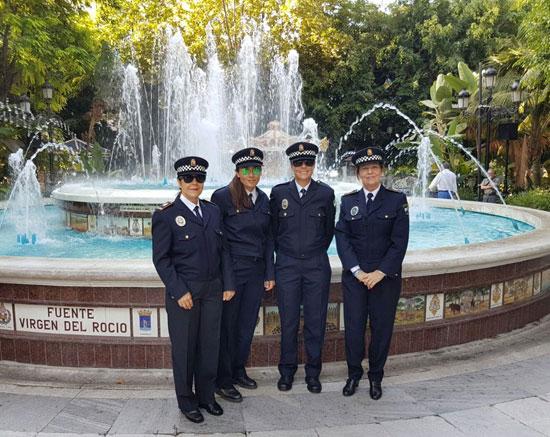 Imagen de las cuatro mujeres policías de la ciudad de Huelva en la concentración.