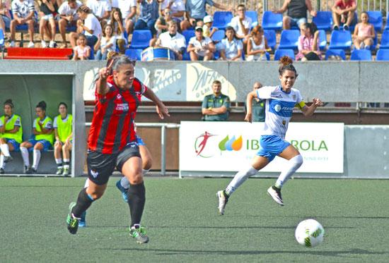 Cristina Martín Prieto en un instante del encuentro del Sporting Club de Huelva y la UD Granadilla Tenerife.