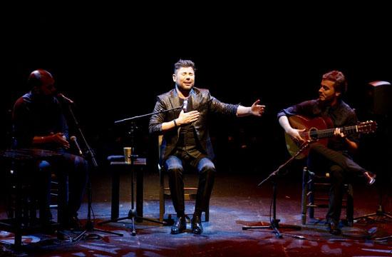 Miguel Poveda durante su actuación en el festival.