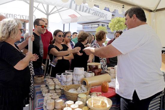 El festival contó con un mercado gastronómico.